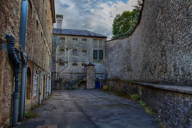 Ngủ qua đêm ở nhà tù 'ma ám', từng được coi là nỗi ám ảnh kinh hoàng