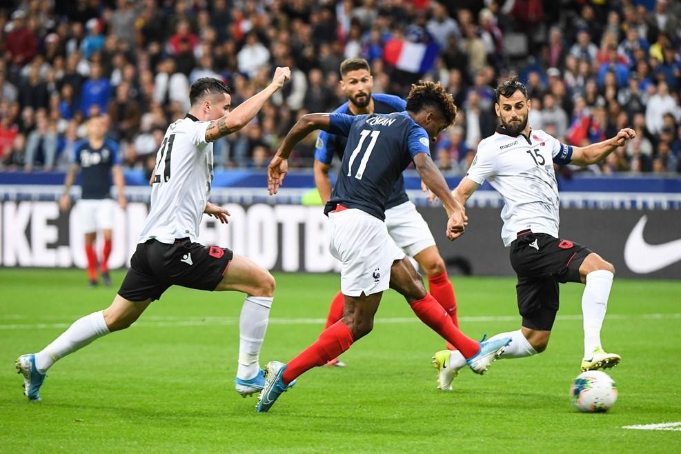 Dội 4 'trái bom', Pháp phô trương sức mạnh