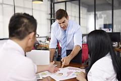 Dấu hiệu nhận biết và cách đối phó với những vị sếp tồi tệ