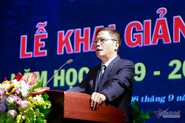 Bộ trưởng ngẫu hứng làm thơ tặng thầy trò ngày khai giảng