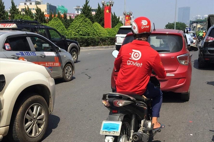 Đi xe máy cố tình che biển số sẽ bị phạt như thế nào?