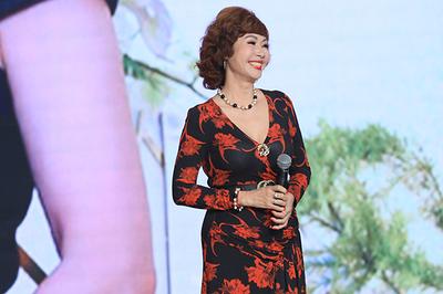 Vẻ đẹp vượt thời gian và giọng đọc huyền thoại của 'Hoa hậu HTV'