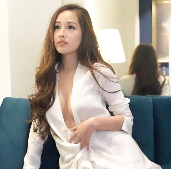 Mai Phương Thúy và Elly Trần: 'Cuộc chiến' cân sức khi mặc mốt 'giải phóng vòng 1'