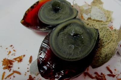 Trứng 1.000 năm tuổi, món ăn khiến nhiều người ghê sợ