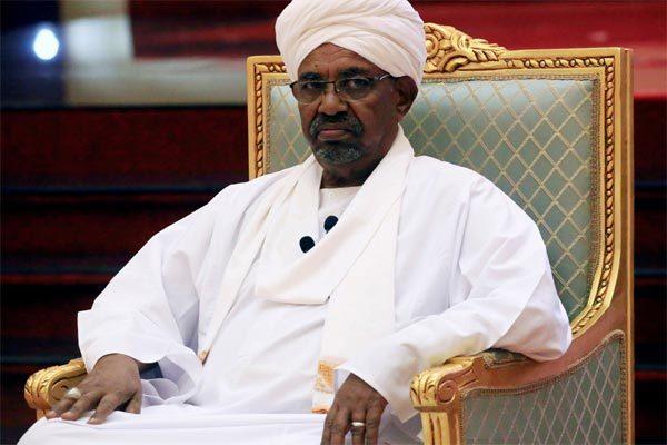 Cựu Tổng thống Sudan ra tòa, lộ kho tiền mặt 'khủng' tự cất giấu