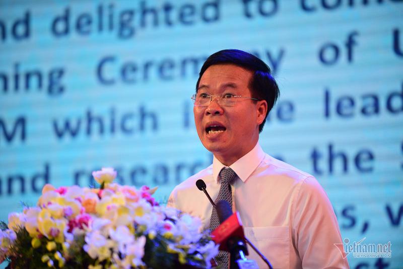 Ông Võ Văn Thưởng xúc động khi về trường cũ dự khai giảng