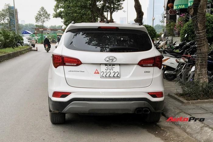 Loạt xe Hyundai Santa Fe biển 'khủng' giá cao ngất