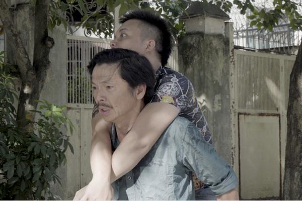 Đạo diễn 'Tỉnh lại đi con' nói gì khi bị gắn mác ăn theo 'Về nhà đi con'?
