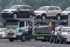 Vietnam's car import value continues skyrocketing