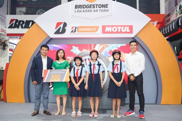 """Chăm sóc lốp mùa lễ hội cùng chương trình """"Lăn bánh an toàn"""" từ Bridgestone"""