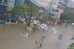 TP Thái Nguyên ngập sâu, ô tô bồng bềnh giữa biển nước