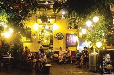 Lùm xùm quán cà phê Hội An bị tố đuổi khách Việt, chỉ phục vụ Tây