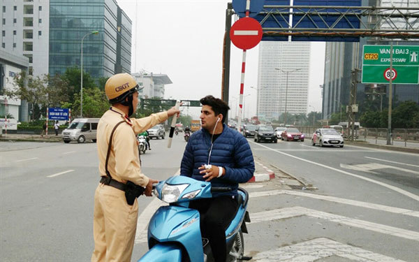 Police get tough on foreigners who violate traffic rules