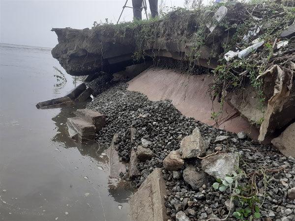 Sea dyke damaged by typhoon in Ha Tinh