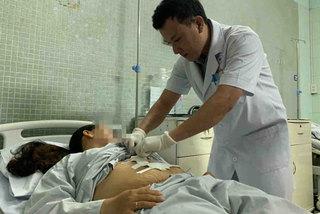 HCM City hospital removes woman's spleen with 5kg tumour