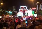 Mặc váy dân tộc, nhảy nhót phản cảm trong hội Trung thu ở Tuyên Quang