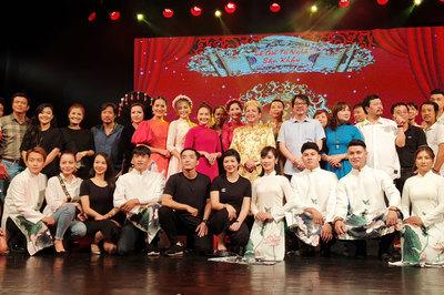 Giữa tin đồn 'cạch mặt', Thu Quỳnh, Bảo Thanh thân thiết trong lễ giỗ tổ nghề