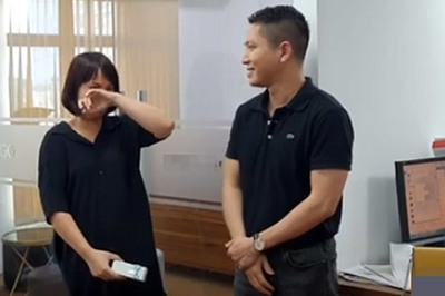 Nữ nhân viên Hà Nội bật khóc khi được tặng ô tô ngày sinh nhật