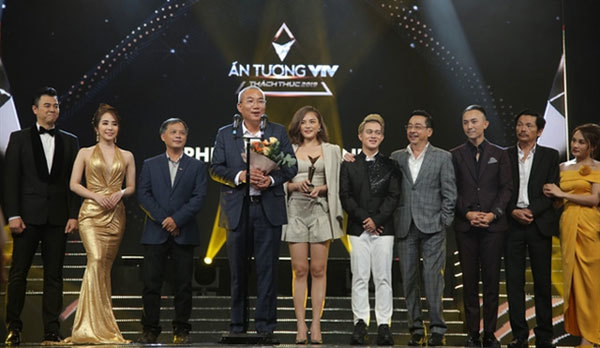 Family drama honoured as best TV series of year