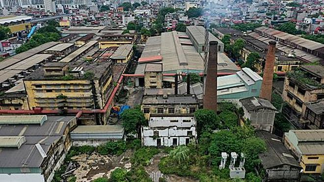 Polluted factories stay in inner city for years