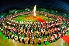 Màn đại Xòe với 5.000 người đăng ký kỷ lục Guiness Thế giới