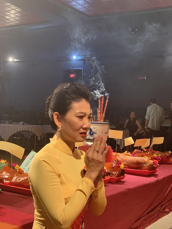NSƯT Mỹ Uyên không ăn không ngủ lo lễ giỗ Tổ nghề sân khấu