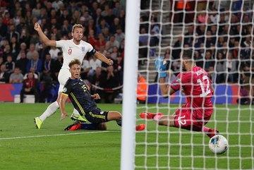 """Harry Kane, Sterling giúp tuyển Anh đại thắng """"5 sao"""""""