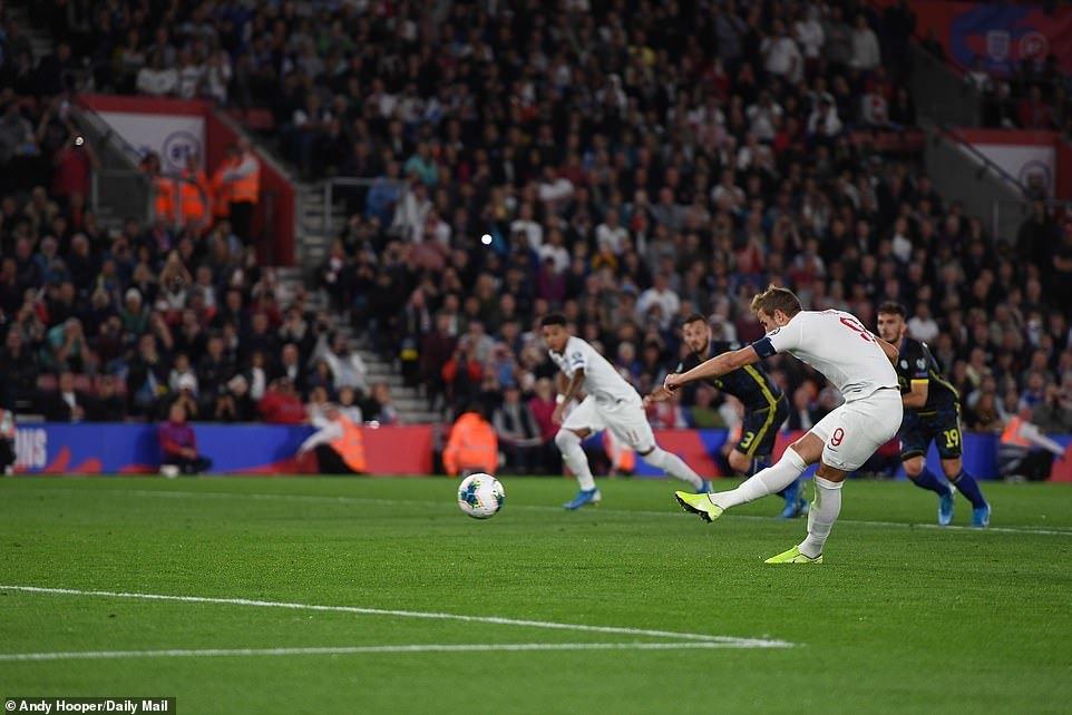 Harry Kane, Sterling giúp tuyển Anh đại thắng '5 sao'