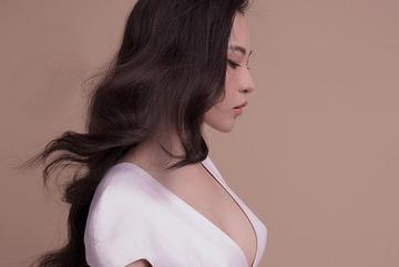 Vợ Cường Đô La, Đông Nhi bị hiểu lầm 'thả vòng 1 tự do' vì lỗi áo tai hại