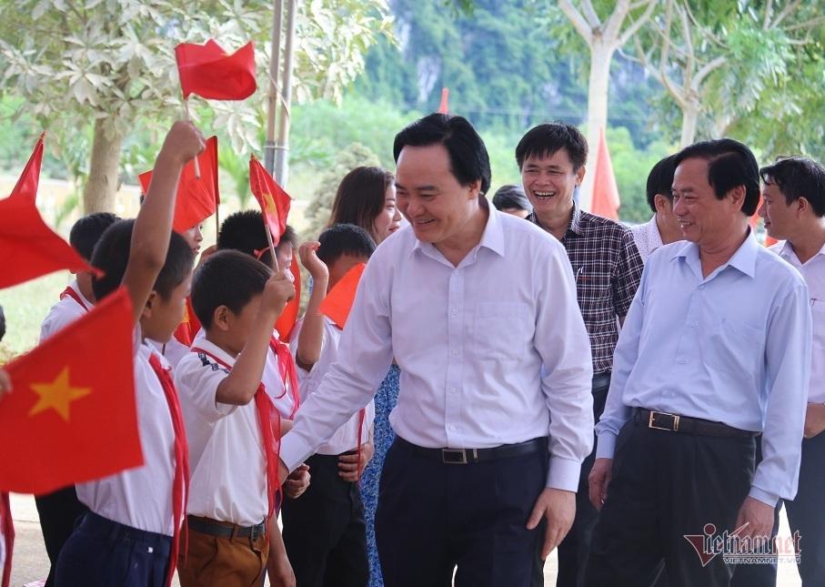 Thầy trò tâm lũ Quảng Bình đón khai giảng muộn nhất cả nước