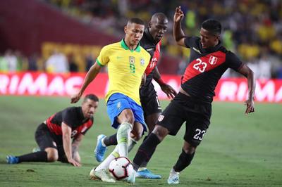 Neymar dự bị, Brazil thua bẽ bàng Peru