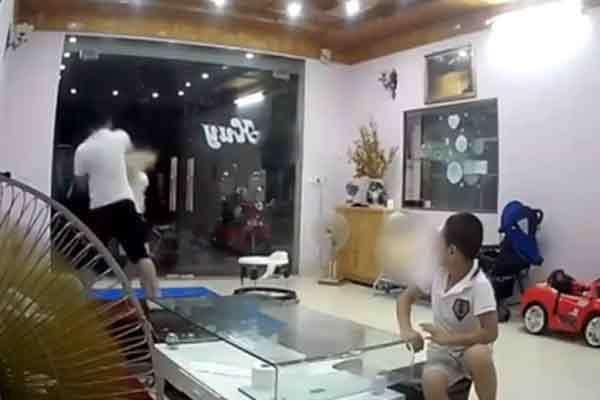 """Vụ nhân viên kho bạc Nhà nước tát vợ túi bụi trước mặt 2 con nhỏ: """"Chị Hương đã được đưa đi giám định và bị thủng màng nhĩ"""""""