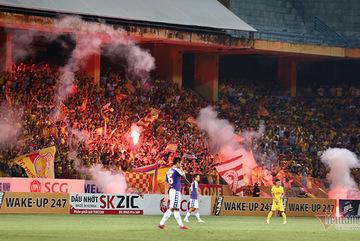 Hà Nội FC bị phạt tiền, treo sân hết mùa giải