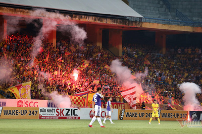 Tổng cục TDTT yêu cầu chấn chỉnh nạn pháo sáng ở V-League