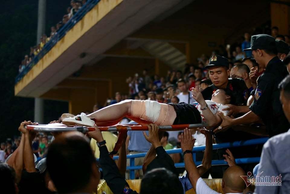 HLV Nam Định nói sự cố sân Hàng Đẫy: 'Có phần tử phá hoại bóng đá'