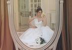 Á hậu Phương Nga gây xôn xao khi đăng ảnh mặc váy cưới