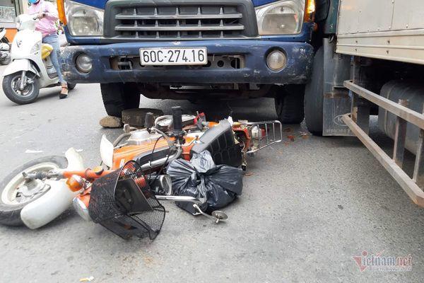 Xe tải tông liên tiếp ở Sài Gòn, thanh niên thiệt mạng, người phụ nữ nát chân