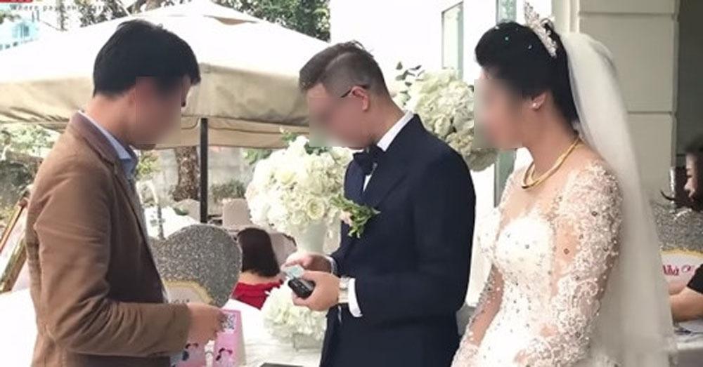 3 người đến nhà hàng sang ăn uống, mừng cưới 200 nghìn đồng gây tranh cãi