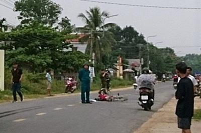 2 xe máy chạy tốc độ cao đối đầu ở Quảng Nam, 2 người chết