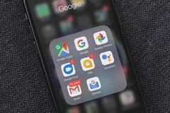 Cách chuyển nhanh giữa các tài khoản Google trên smartphone