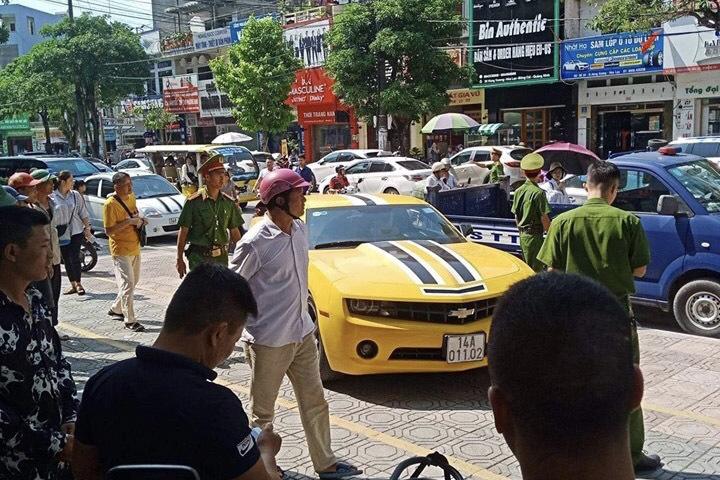 CSGT dùng súng đập vỡ kính xe, tài xế vẫn rồ ga bỏ chạy ở Quảng Ninh