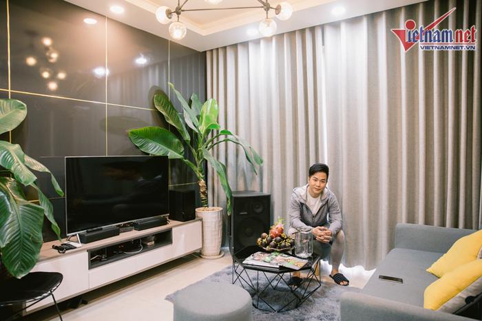 Ca sĩ 'mặc bikini hát bolero' sống một mình trong căn hộ 4 tỷ ở Sài Gòn