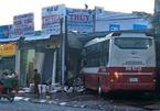 Xe khách Thành Bưởi lao vào cửa hàng gas, hàng chục người hoảng loạn tháo chạy