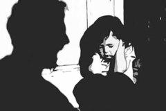 Bác họ xâm hại bé 4 tuổi ở Hà Nội, quỳ mọp xin tha thứ