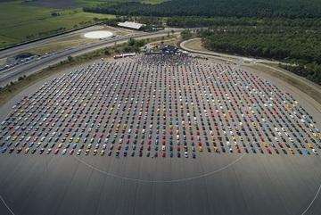 Hơn 1300 chiếc Ford Mustang lập kỷ lục diễu hành dài nhất thế giới