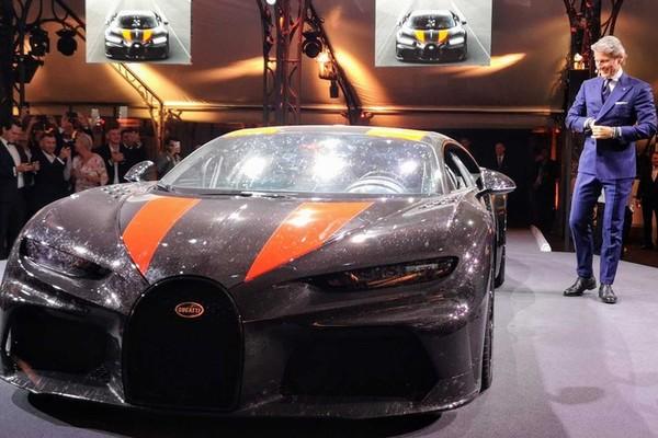 Bugatti mang Chiron Super Sport 300+ bụi bẩn, côn trùng đi triển lãm