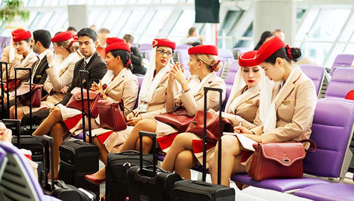 Yêu cầu đặc biệt về son môi, sơn móng tay của tiếp viên trước giờ bay