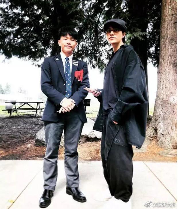 Trần Khôn chia sẻ ảnh con trai 17 tuổi sau nhiều năm giấu kín