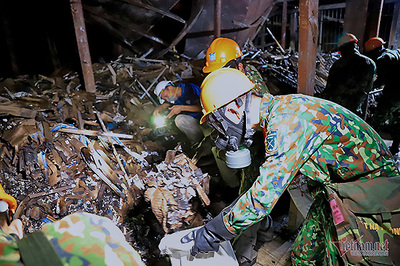 Đã thu gom hàng tấn phế thải độc hại ở nhà máy Rạng Đông