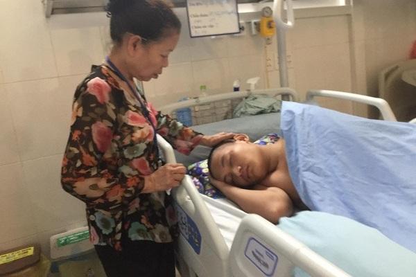 Không có bảo hiểm y tế cậu bé 15 tuổi bị tai nạn cầu cứu